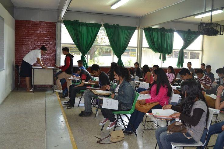 Aspirantes a cursar una de las 13 carrerasdel Colegio de Educación Profesional Técnica del Estado de Michoacán, presentaron este fin de semana el examen de admisión correspondiente al ciclo escolar ...