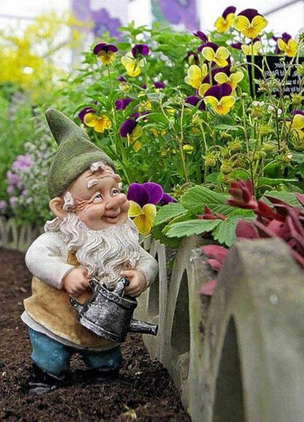 les 25 meilleures id es de la cat gorie nains de jardin sur pinterest gnome de jardin poule d. Black Bedroom Furniture Sets. Home Design Ideas