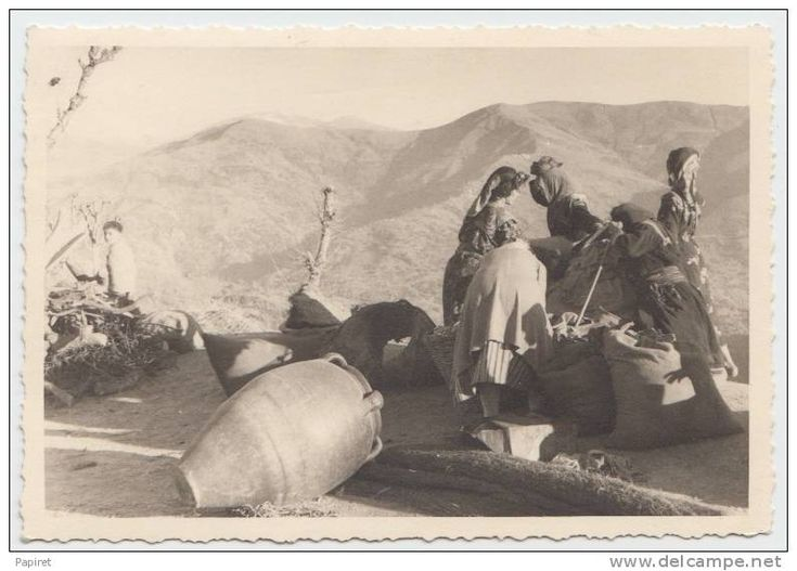 Algerie Kabylie Femme kabyle poterie berebere grosse jarre beau cliché