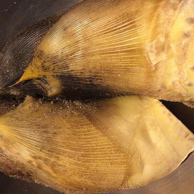 今日は魚屋がお休みなのでお酒の仕入れに。 途中数件の八百屋でつけわせでも買おうと覗いたら美味そうな筍を発見。半身にしてそのまま焼いてお出しします!  お肉の贅沢食いですが、秋田県産の黒毛和牛の肩三角の塊をロゼ色にローストし周りの肉をカットしてロゼ色になった部分だけを本わさびで召し上がって頂きます。カットした部分は勿体無いのでガーリックライスにしてお出しします。限定2食です!  #呑ませ屋しん太 #ワイン #居酒屋 #肉 #池袋 #東池袋 #池袋東口 #バル #ワインバー #雑司が谷 #手作り #ウイスキー #魚介 #豊島区役所 #wine #日本酒 #フレンチ #イタリアン #中華 #和食 #scotch #シャンパン #オススメ #筍 #黒毛和牛