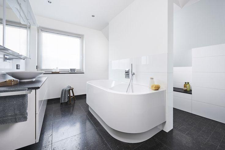 Metamorfose badkamer onder schuin dak met installatie producten van Viega #badkamer #metamorfose #verbouwen #zolder