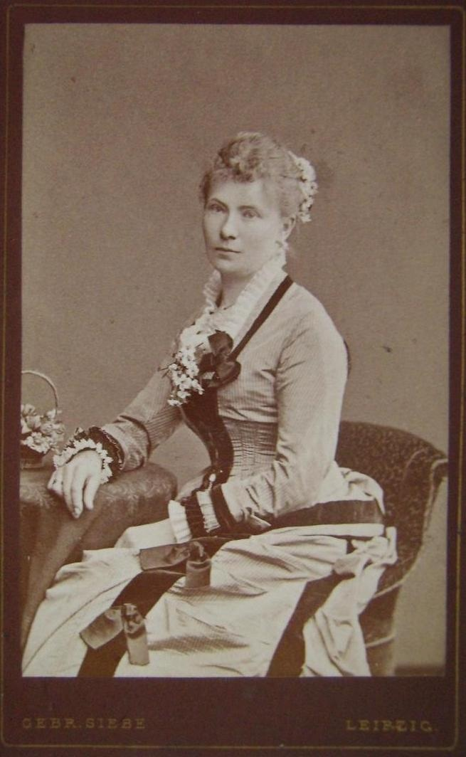 Carte de visite, 1880s: Naturalform 1877 1882, 1870S1880S Fashion, Naturalform 18771882