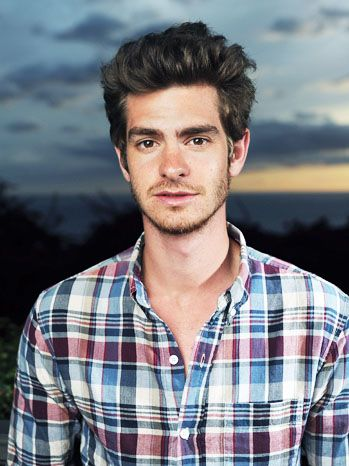 Andrew Garfield just saw the amazing spiderman and I think he's kinda cute...