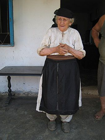 17 Best images about Old Woman Clothing on Pinterest ...