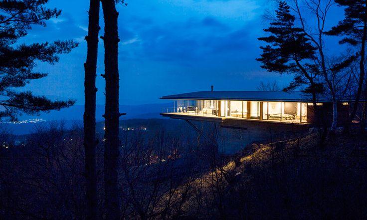 No cume da montanha Yatsugatake, no Japão, foi construída uma bela casa pelo time de  arquitetos do estúdio Kidosaki,