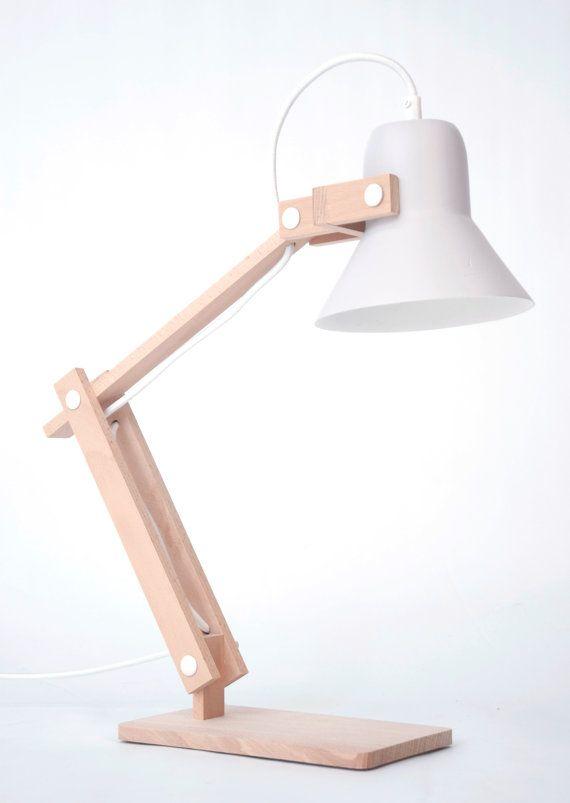 CdC unas maderitas unos tornillos, y tienes una maravilla como esta... Pixoss desklamp by StudioMOSSdesign on Etsy