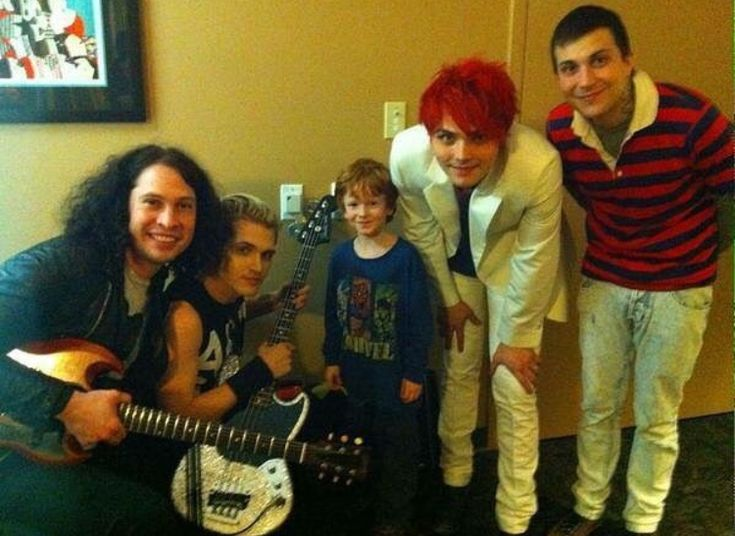 OMG look at Ray and Mikey then the married couple Frank and Gee<<pinning just for that description lmao