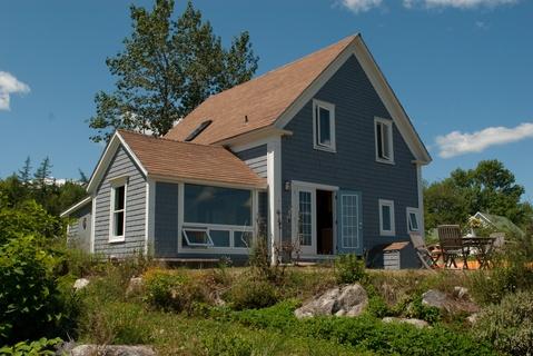 Rising Sun Guest House in Shelburne Nova Scotia.  Such a beautiful house!