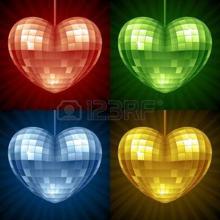 Cuore Disco impostato. Vettore rosso, verde, blu e giallo palla da discoteca a specchio a forma di cuore photo