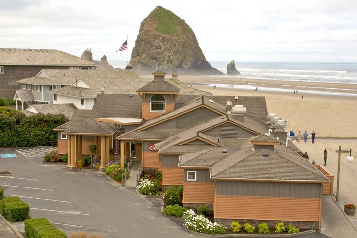 The Wayfarer Restaurant & Lounge offers you the best Cannon Beach restaurant experience that Oregon's beautiful north coast has to offer