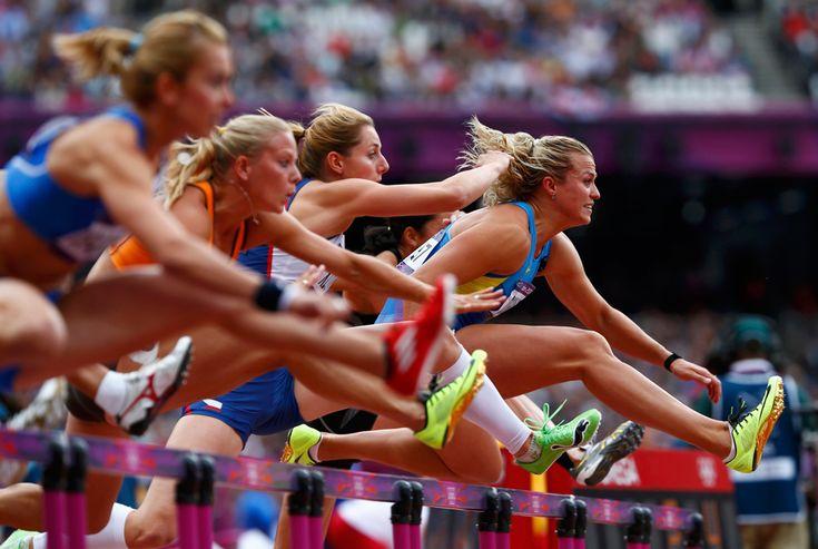 Natallia Dobrynska of Ukraine, leads the field as she competes in her women's heptathlon 100m hurdles heat, Aug. 3, 2012. (Eddie Keogh/Reuters)