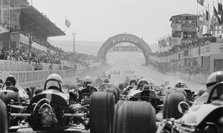 """""""Circuit de Reims - Gueux - 1965 F2 Start of the race won by Jack Brabham's dominant Brabham BT18 Honda."""" : XXXI Grand Prix de Reims - 1965 Trophées de France"""