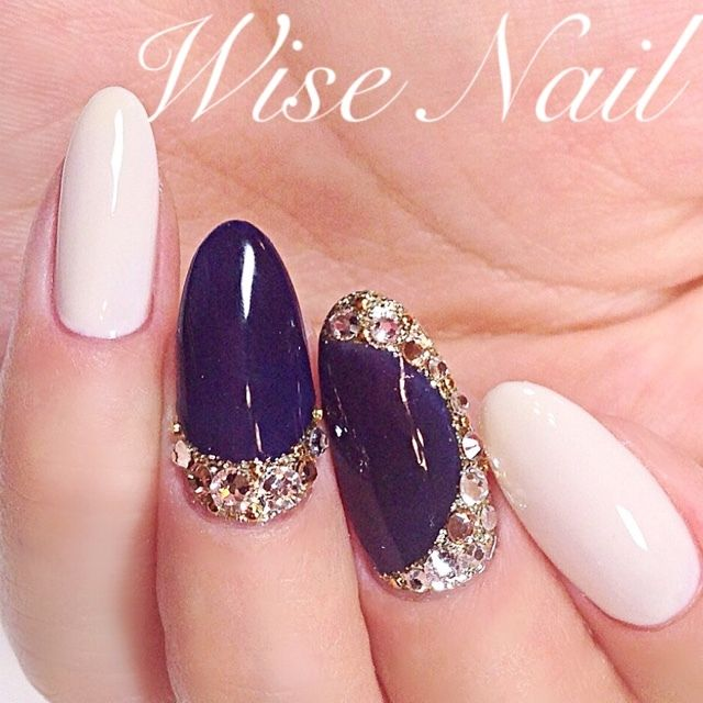 The white nails are a nice touch. Much fresher than black.