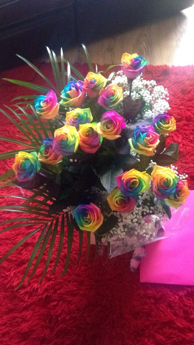 18 rainbow roses off my gorgeous @lukeshepherd545
