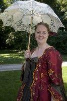 Constantia Huydecoper: de jongste van het gezin Huydecoper had een hoop broers en zussen die al (zowat) volwassen waren toen zij geboren werd. Ze groeide op als een vrolijke, stevige meid, die uiteindelijk 11 kinderen zou baren, waarvan er 10 volwassen werden. - See more at: http://historischhuren.nl/object/constantia-huydecoper-1677-1743/#sthash.XLjJaUA9.dpuf
