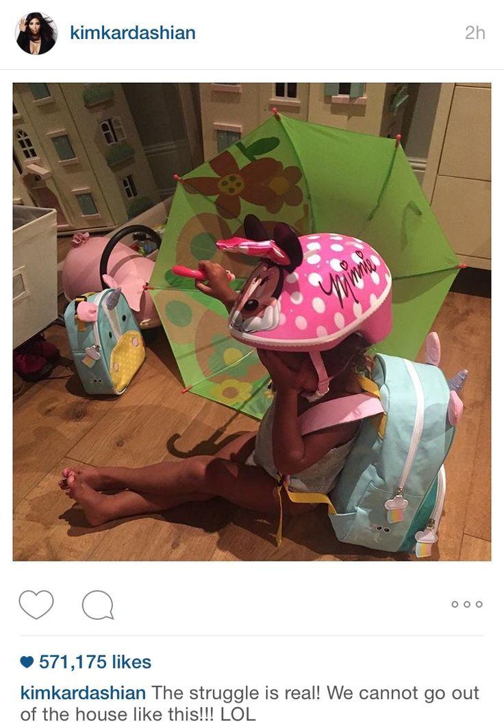 Kim Kardashian Instagram da filha, Noroeste, com SJ pop-up guarda-chuva | Julho de 2015