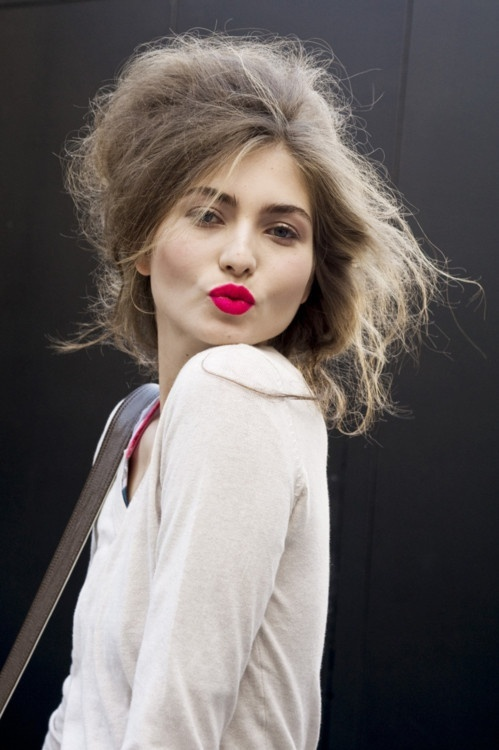 : Messy Hair, Style, Makeup, Red Lips, Lip Colors, Beauty, Bright Lips, Redlips