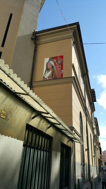 Un'opera murale contro il femminicidio occupa da oggi una parete dell'oratorio di via Netro 3, in borgo Campidoglio. Firmata