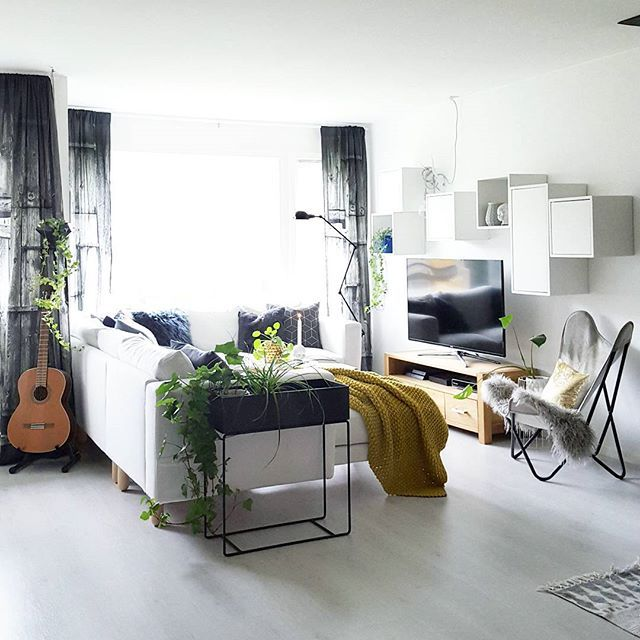 Have a great evening✌ My #charmingsunday @modernefunkishjem ♡ #livingroom #livingroomdetails #design #hmhome #interior4all #nordichomeinspo #nordichome #butterflychair #interiørmagasinet @interior_magasinet  #interior_september #whiteinterior #hltips #mynordicroom #nordikspace #interior_delux #interior #interiør #ssevjen #nordiskrom #kajastef #camillaathena #nordiskehjem #mittnordiskehjem #interior #interiør #interiorinspo #interiordesign