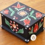 Transylvanian hand painted wooden box. Kék doboz felsörákosi mintával.