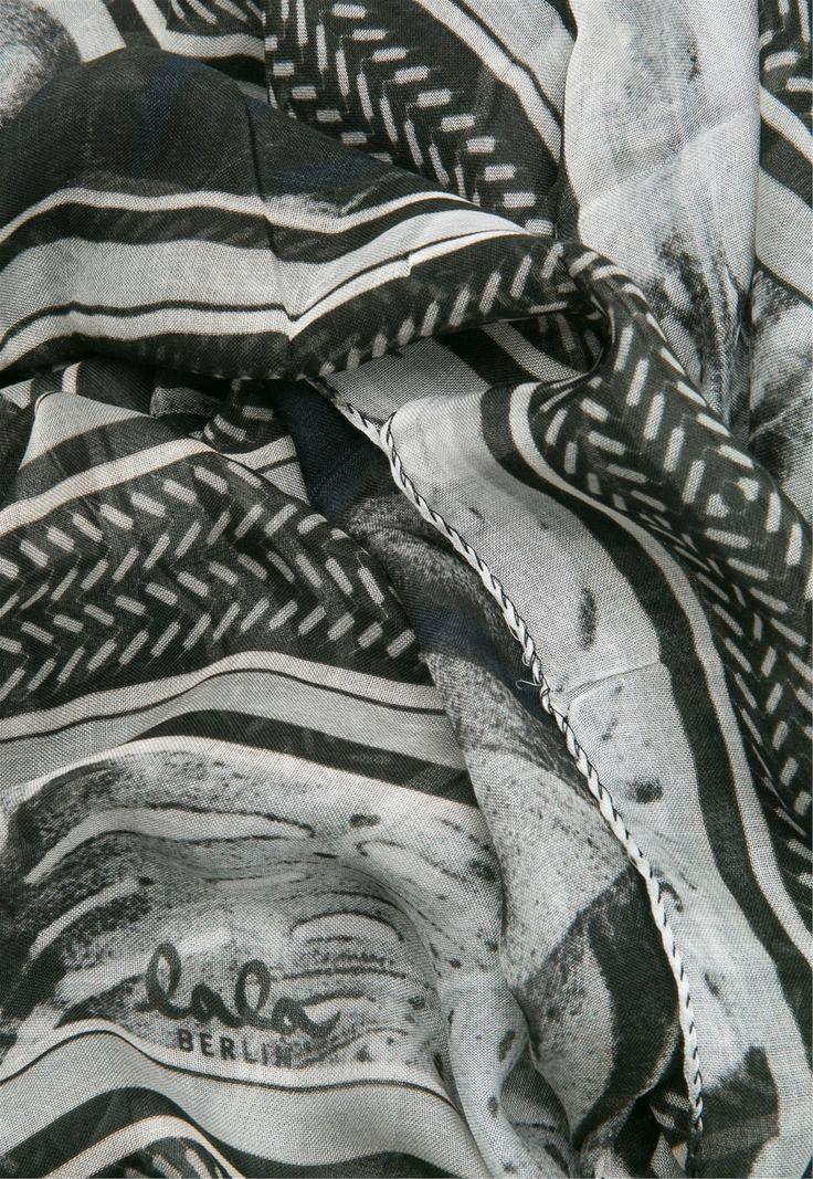 http://www.lalaberlin-onlineshop.de/de/Accessoires-Schals-Bedruckte-Schals-Lala-Berlin-Scarf-Leaves-big-white-black/1642-1794-670?ref=0