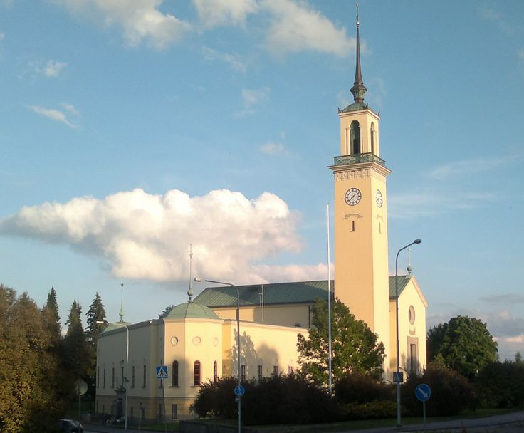 Viinikka Church was built in 1930-1932, and dedicated in 1932. It was completed in the Classicism of the 1920s with some elements of Functionalism. The interior is decorated in the style of the 1930s. The church has a big gilded wooden statue of the Christ.