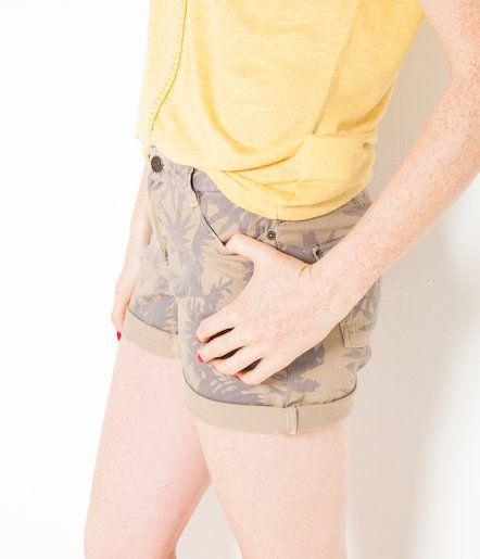 L2017 Szorty jeansowe z tropikalnym nadrukiem