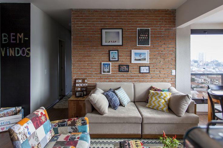 Decoração de: Sala de estar - parede de tijolos aparentes; Casa de Valentina