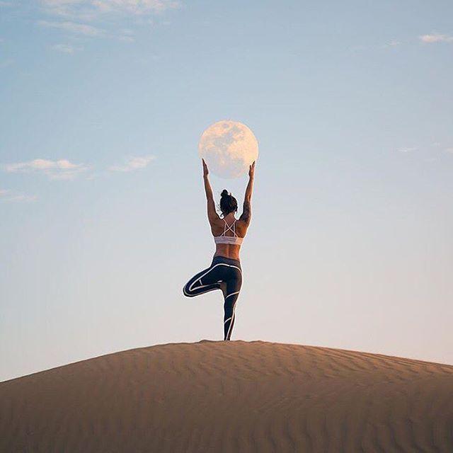 ✨ @abbey.yoga via @aloyoga : @dennisstever