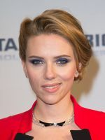Scarlett Johansson Gets Sassy On Planned Parenthood T-Shirt #refinery29