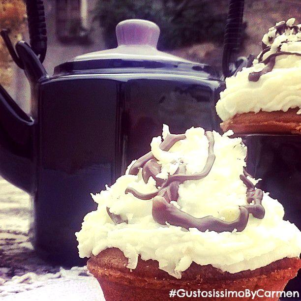 Un #estasi pura questi dolcetti gustosissimi. I #cupcake variegati con #cioccolatobianco e #mascarpone faranno convertire anche chi non gradisce il dolce!  Ideali da gustare durante il famoso talent di stasera #Xf8 ... Usare con parsimonia.....  Qui la ricetta: http://blog.giallozafferano.it/gustosissimobycarmen/cupcake-variegati-cioccolato-bianco-mascarpone/