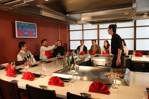 STAMFORD PLAZA AUCKLAND - The theatrical Kabuki Teppanyaki is a must during any stay or you may wish to try Grasshopper for modern Thai cuisine .