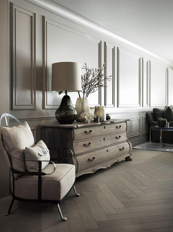 This luxurious Swiss chalet has been completely redesigned by the renowned interior designer Kelly Hoppen. It features a neutral palette in shades of cream, gray and beige and little touches in pink and emerald green. Lamps from Porta Romana.