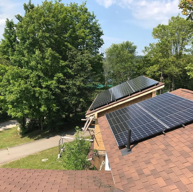 A throwback to the beautiful summer weather! Still in full swing through the winter months! #solarpower #solarcanada #solarontario #solarfuture #solararray #renewableenergy #greenenergy #cleanenergy wishing everyone a happy Hollidays  #empoweringyou  #gosolar #photovoltaic #ontario