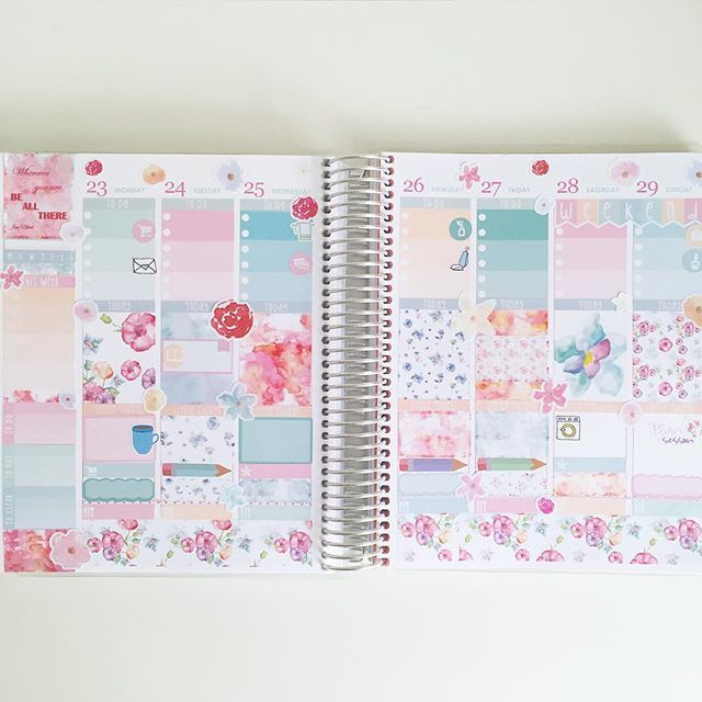 Next week #beforethepen  This spread is one of my absolute favorites! The Watercolor Bloom kit from @elliebethdesignsuk is just so, so pretty