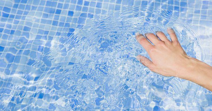 La bomba del motor de la piscina zumba pero no se enciende. El sistema de bomba conectado a una piscina mueve el agua a través de tuberías para hacerla circular. La circulación del agua de la piscina evita el crecimiento de bacterias y el estancamiento, lo que ayuda a mantenerla sana y segura para el baño diario. Si el sistema de bomba funciona constantemente, con el tiempo puede fallar o dejar de operar. ...