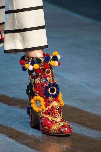 Collezione scarpe Dolce e Gabbana Primavera-Estate 2016 - Ankle boot con  applicazioni  0b8617611ea