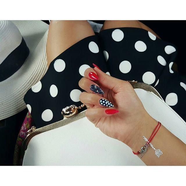 ⚪⚬Panienka w grochy ⚬⚪  #panienka #w #grochy #wgrochy #wkropki #kropki #paznokcie #nails #czerwone #egzotyczna #pitaja od @neess_official #red  #retro #flashtattoo  #stylizacja #sukienka #dress