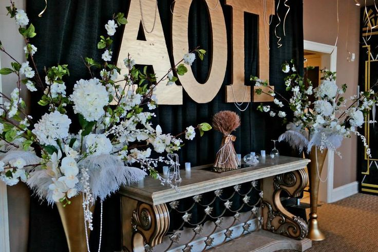 White flowers, FEATHERS?, pearls and gold & black. GLAM. Feathers seem weird but it works all together.