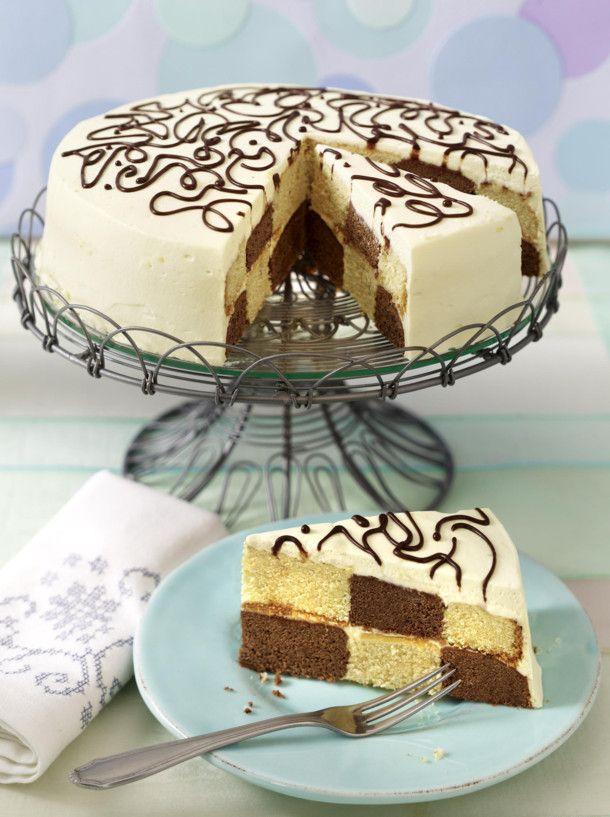 Unser beliebtes Rezept für Schachbrett-Torte mit Creme double und Schokostreifen und mehr als 55.000 weitere kostenlose Rezepte auf LECKER.de.