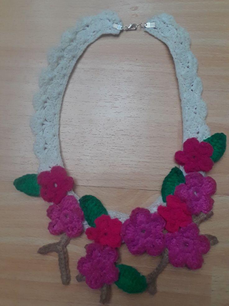 Collar hecho en crochet... #crochet #Anyelikocreaciones