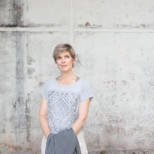"""Veerle Biront is kleur- en kledingstijladviseuze en heeft als motto: """"We hebben niet veel kleding nodig, maar wel de juiste kleding."""" Voor Moeders Minimalisme gaat ze de komende tijd een aantal blogs schrijven. Deze keer geeft ze ons tips over hoe we kledingmiskopen kunnen voorkomen."""