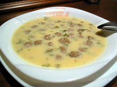 Ekşili terbiyeli köfte köfte harcı:500g kıyma 1 çay bardağından biraz az pirinç 1 yumurta 2 dilim bayat ekmek içi, ufalanmış 1 tatlı kaşığı karbiber 1 tatlı kaşığı nane 1 tatlı kaşığı tuz tepsiye serpmek için:2 yemek kaşığı un 1 çay bardağı maydanoz, doğranmış terbiyesi:2 yumurtanın sarısı 1 limonun suyu