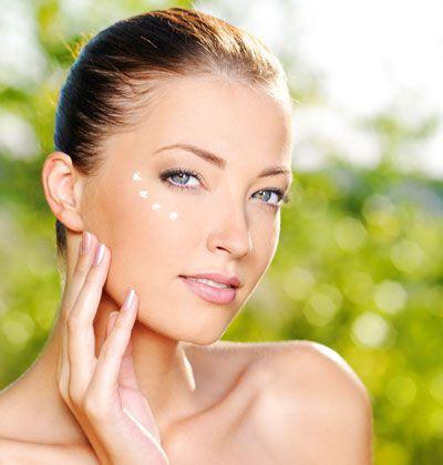 Gesichtscreme selber machen: So können Sie eine pflegende Augencreme selber machen, probieren Sie das folgende Rezept mit Anleitung ...