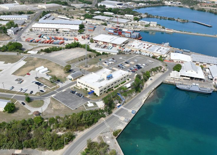 US_Navy_100506-N-8241M-191_An_aerial_view_of_Bulkeley_Hall_at_Naval_Station_Guantanamo_Bay,_Cuba._Bulkeley_Hall_is_the_naval_station_headquarters_and_administration_building.jpg (2100×1500)