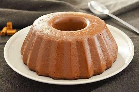 Il budino al cioccolato è un goloso dolce al cucchiaio. Leggi la ricetta del budino al cioccolato fondente fatto in casa, perfetto per grandi e bambini.