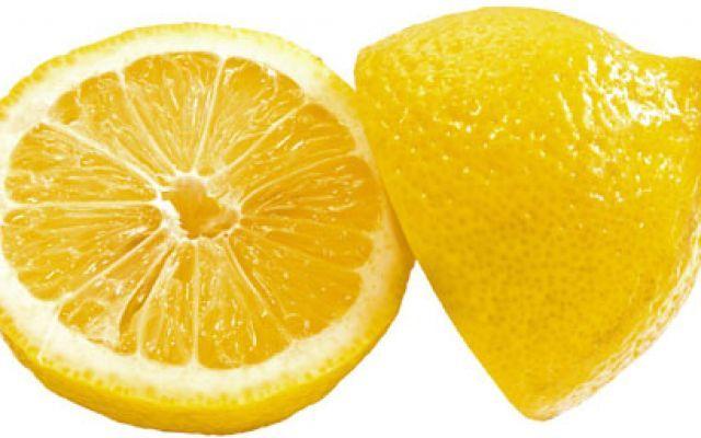 Una dieta veloce, economica ed efficace: acqua calda e limone! #dietadellimone #dimagrireinfretta