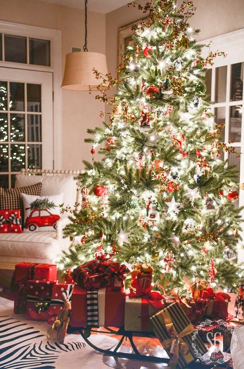 35 Christmas decor Ideas for decorating your house this Christmas. #holidaydecor #christmastree #christmasdecor