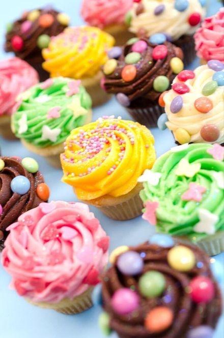 Lola's Cupcakes Tokyo http://www.lolascupcakes.co.jp オープン日:2015年10月3日(土)  住所:東京都渋谷区神宮前1-10-37 CASCADE HARAJUKU 2F  TEL:03-6447-1127  営業時間:11時〜20時  定休日:年中無休