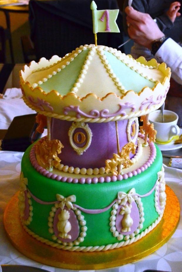 Netradičná torta - Kolotoč. Autorka: mavera. Tortyodmamy.sk